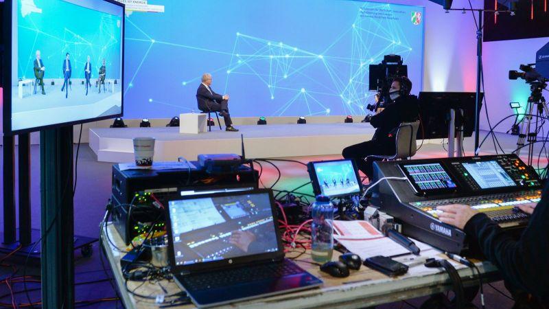 Der Energieforschungskongress 2020 wurde als digital-hybrides Veranstaltungsformat umgesetzt: die Diskussionen wurden in einem Studio aufgenommen und per Live-Stream übertragen.