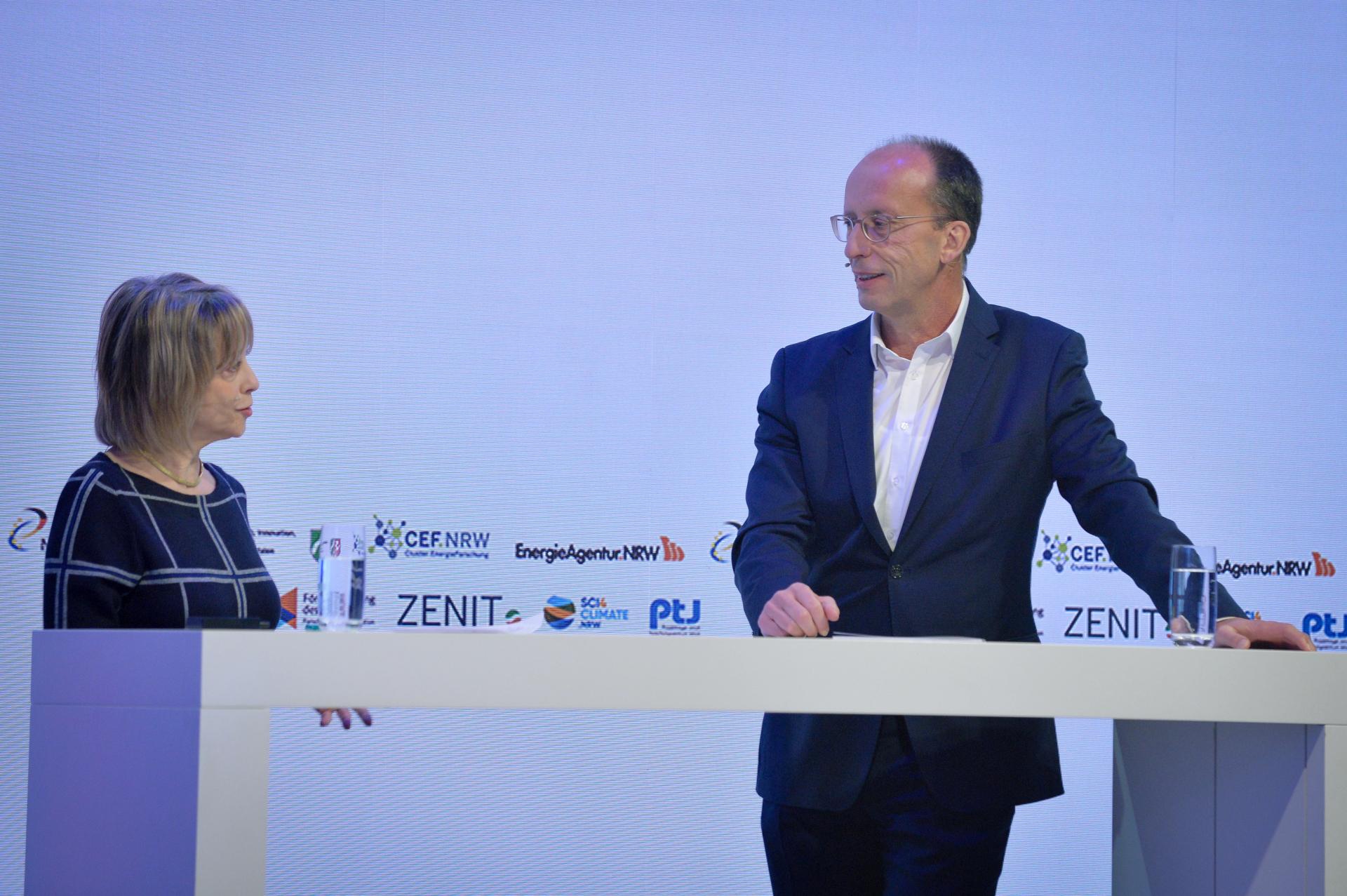 Michael Theben mit Moderatorin Gisela Steinhauer